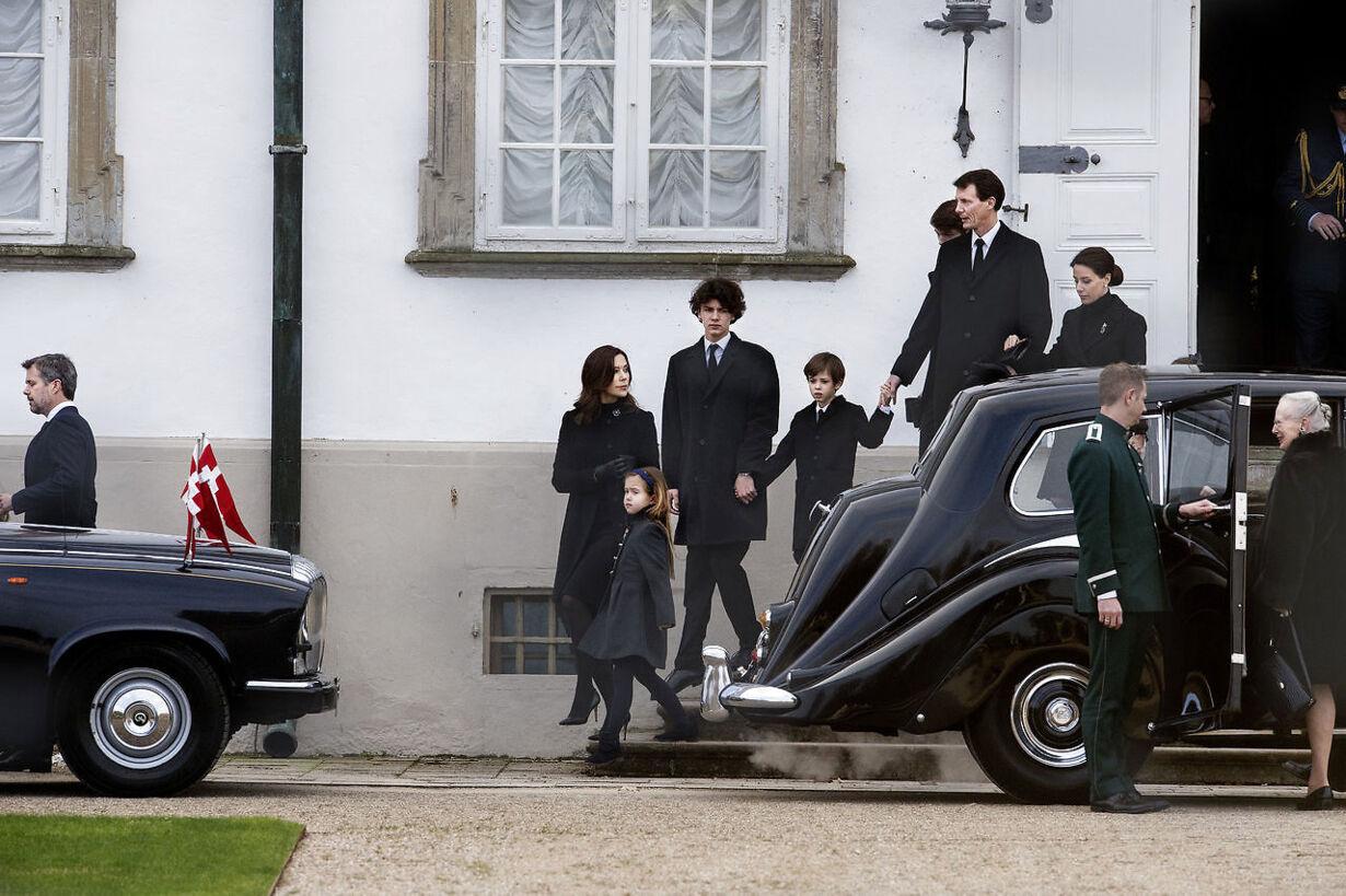 Den kongelige familie forlader Fredensborg Slot