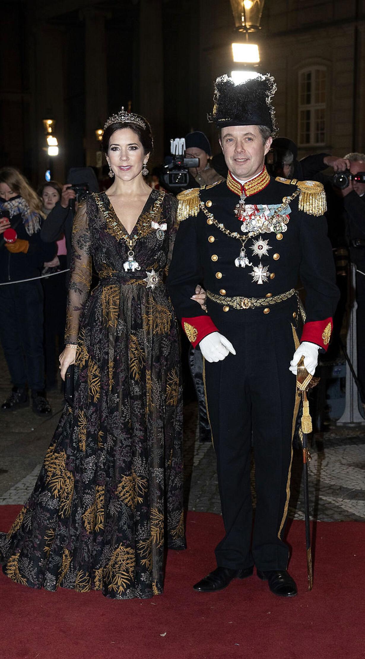Dronningen afholder Nytårskur og -taffel i Christian VII's Pal