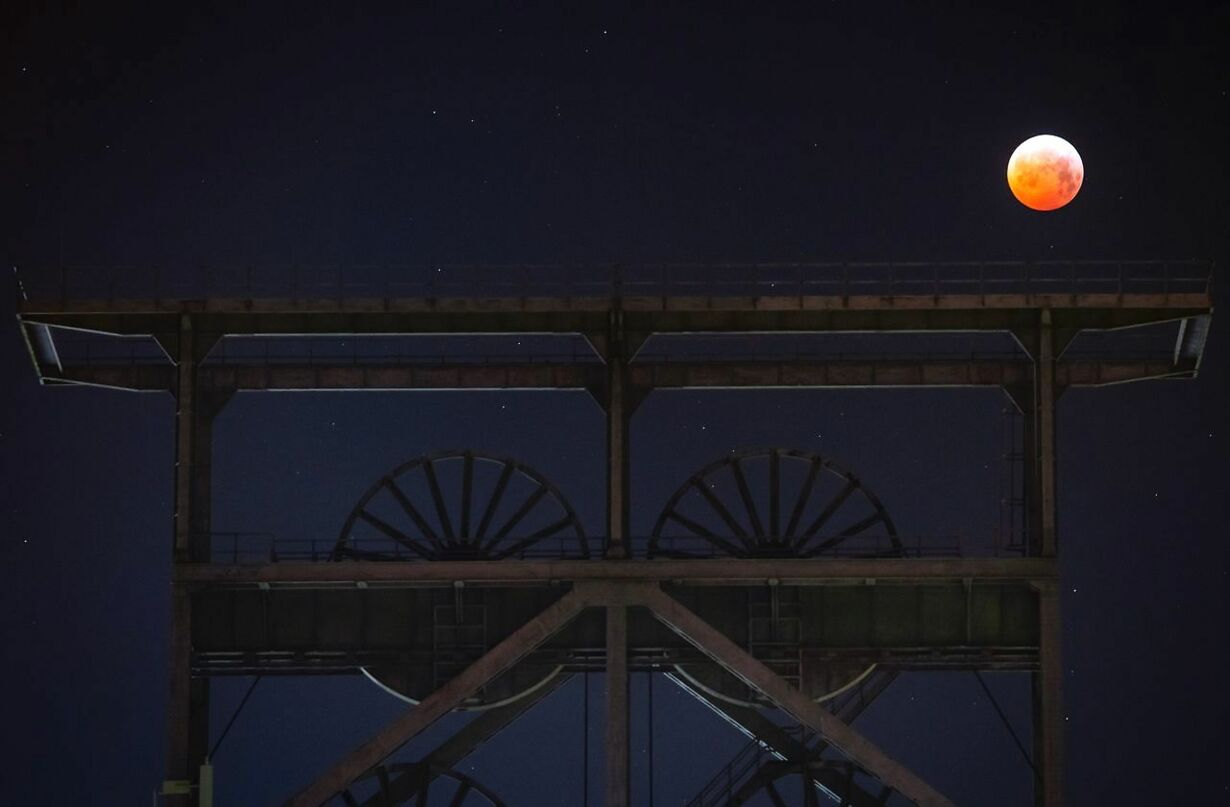 TOPSHOT-GERMANY-ASTRONOMY-MOON-ECLIPSE