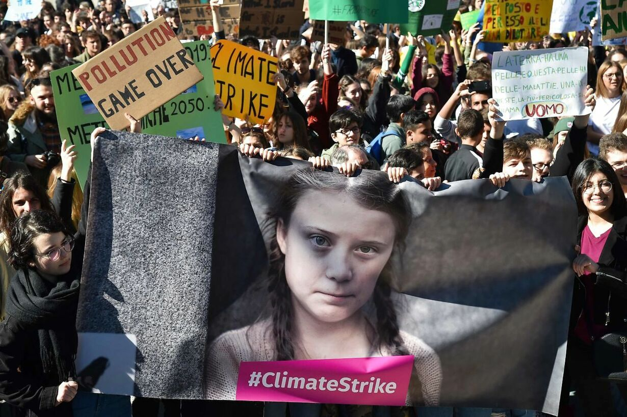 TOPSHOT-ITALY-CLIMATE-YOUTH-PROTEST