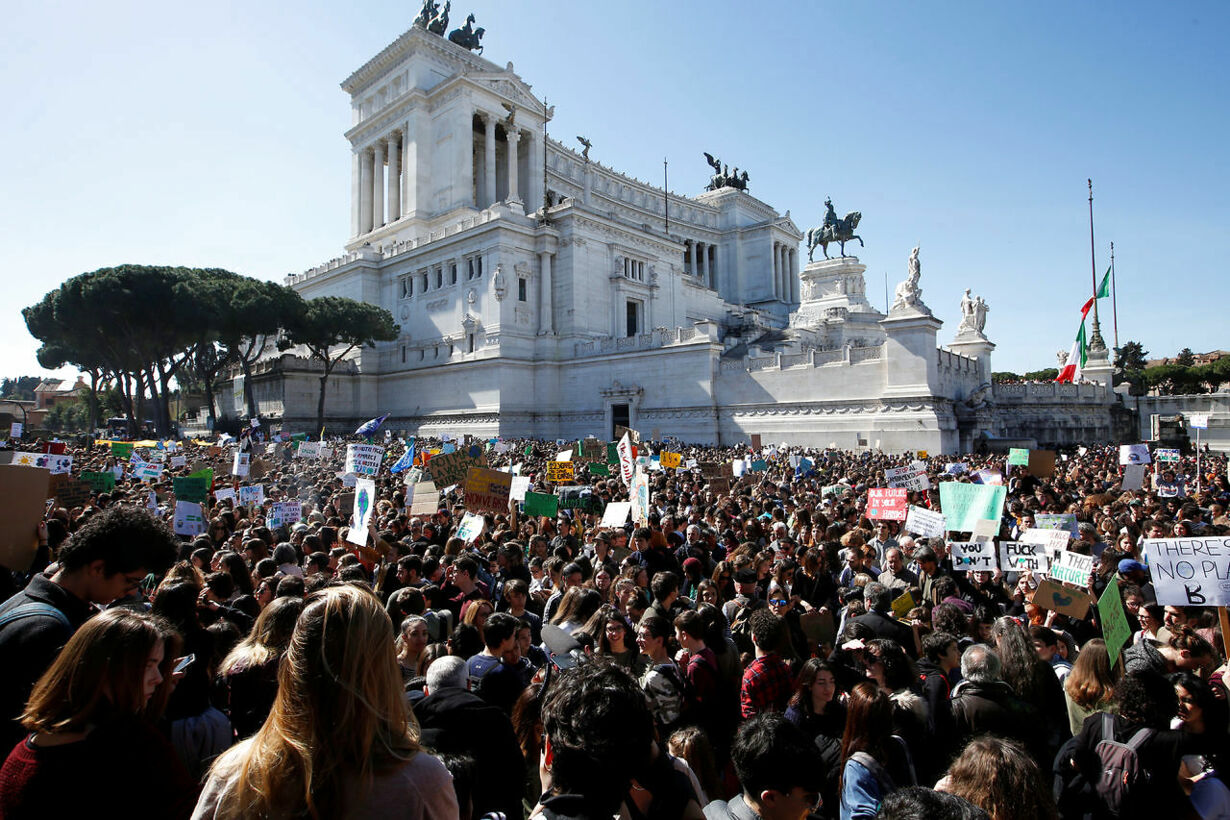 CLIMATE-CHANGE/YOUTH-ITALY