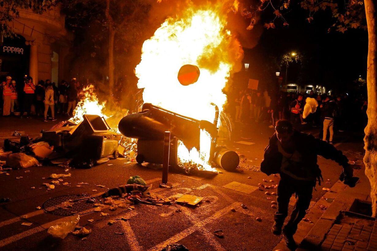 TOPSHOT-SPAIN-CATALONIA-POLITICS-CRISIS-DEMO