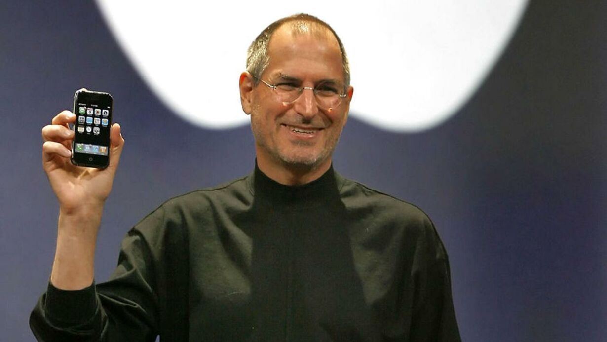 (FILES)This January 9, 2007 file photo shows Apple chief executi