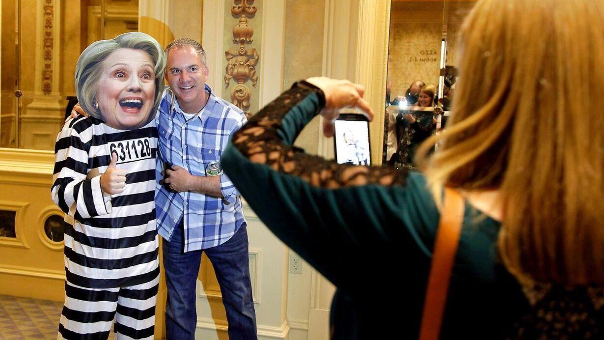 Clinton maske