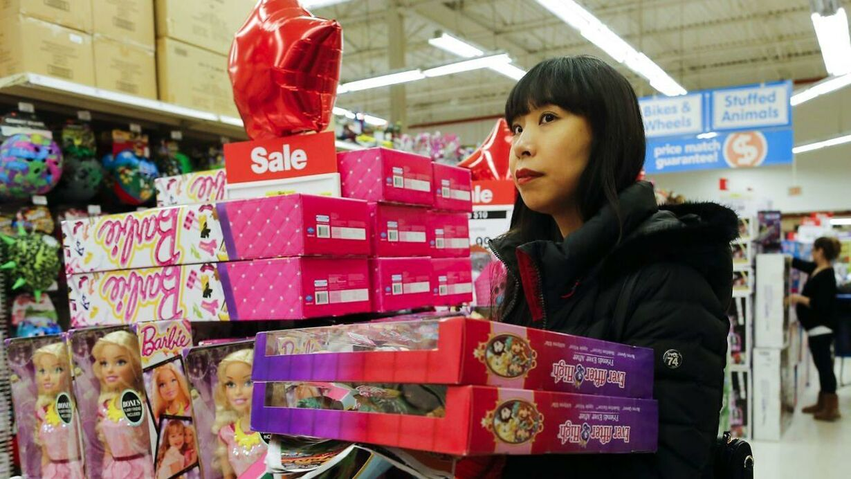 US-HOLIDAY-SHOPPERS-GET-AN-EARLY-START-ON-THANKSGIVING-DAY