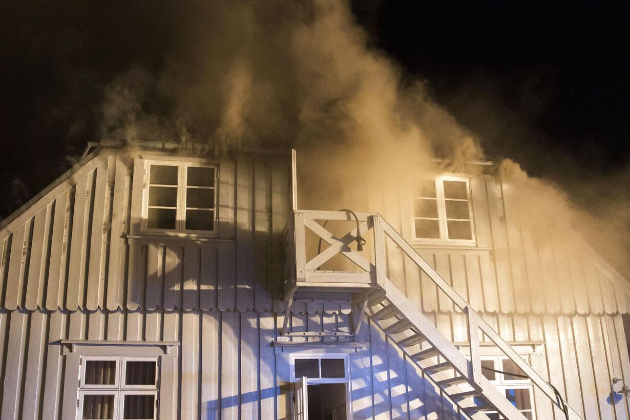 Se billederne: Kulturperle ædt op af flammer