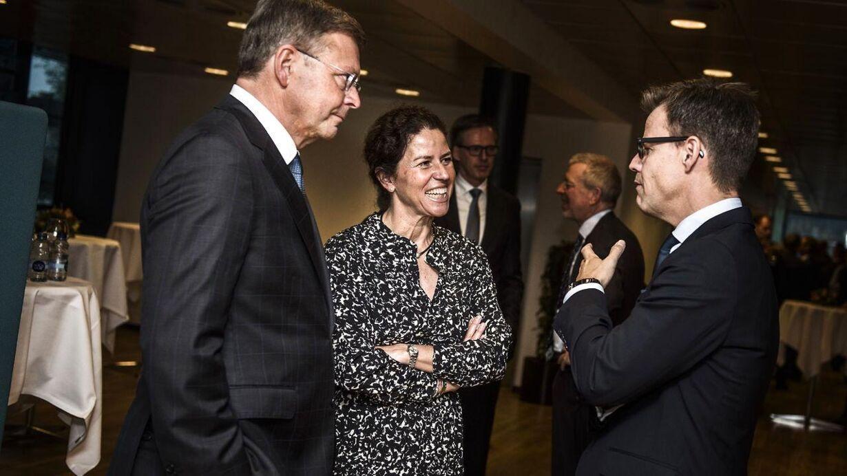 Afskedsreception i Nordea for Christian Clausen. Her ses Christian Clausen og topchef i Egmont Steffen Kragh.