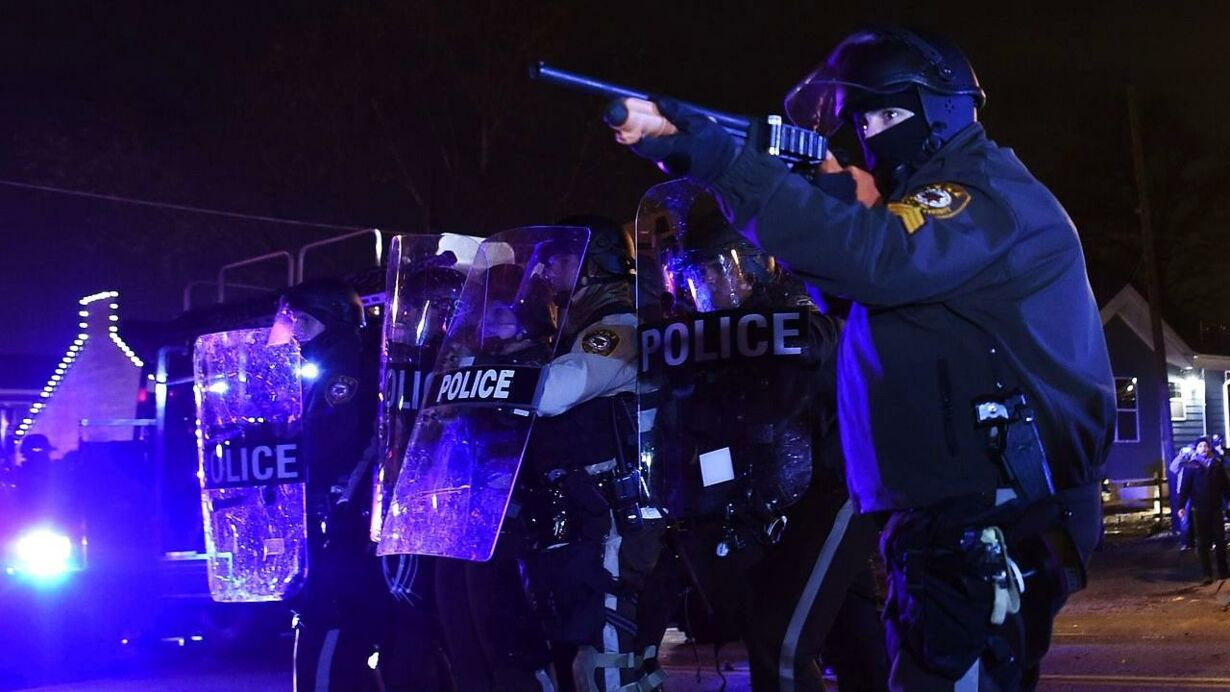 TOPSHOTS-US-CRIME-POLICE-RACE-UNREST