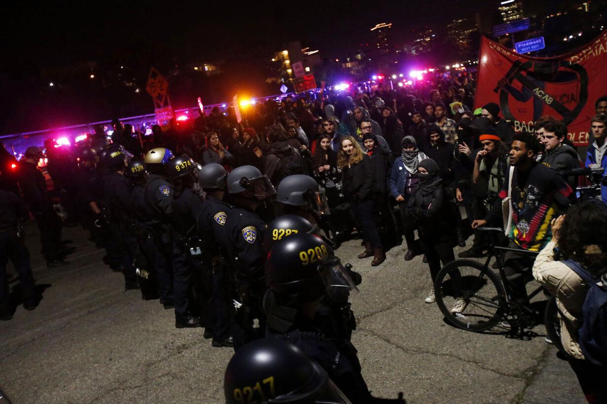 Se billederne: Voldsomme demonstrationer efter Ferguson-retskendelse
