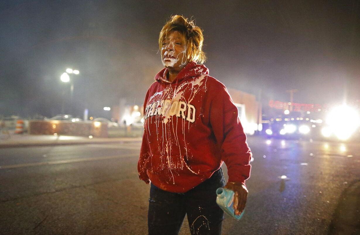 Se billederne: Voldsomme demonstrationer efter Ferguson-kendelse