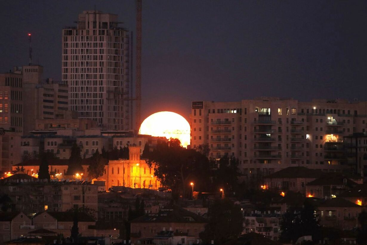 ISRAEL-PALESTINIAN-JERUSALEM-MOON