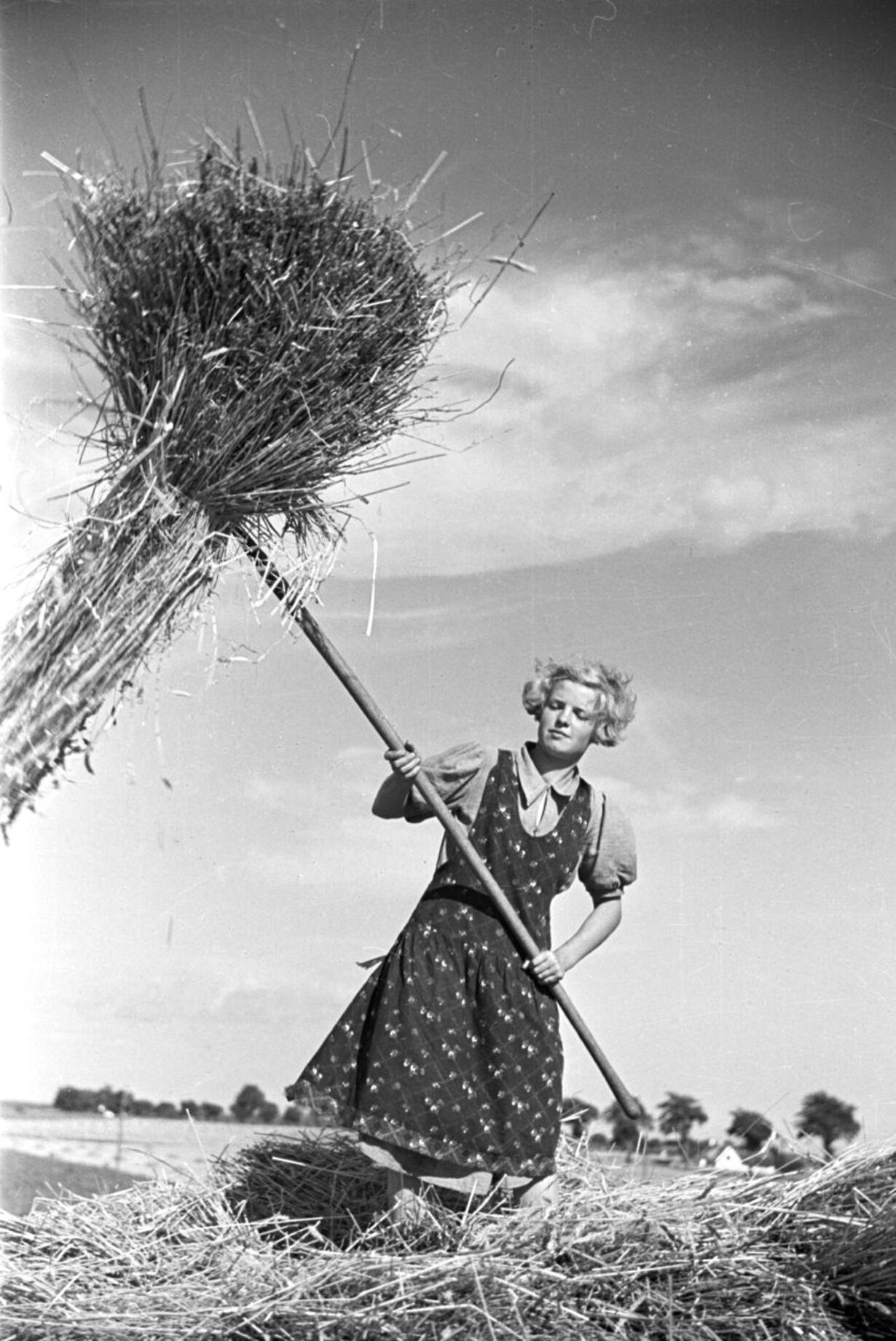 Ung kvinde i marken