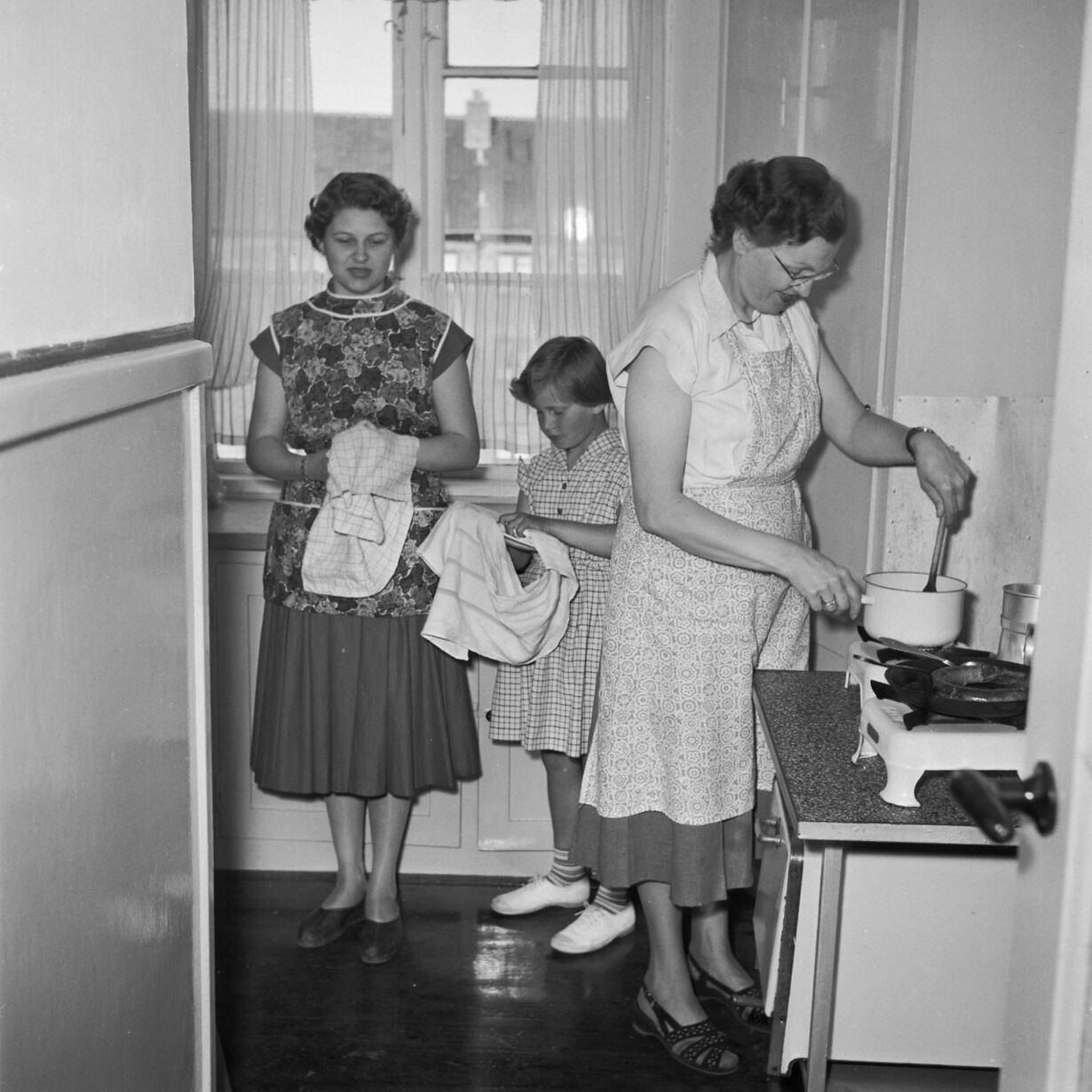 Husmor i køkkenet