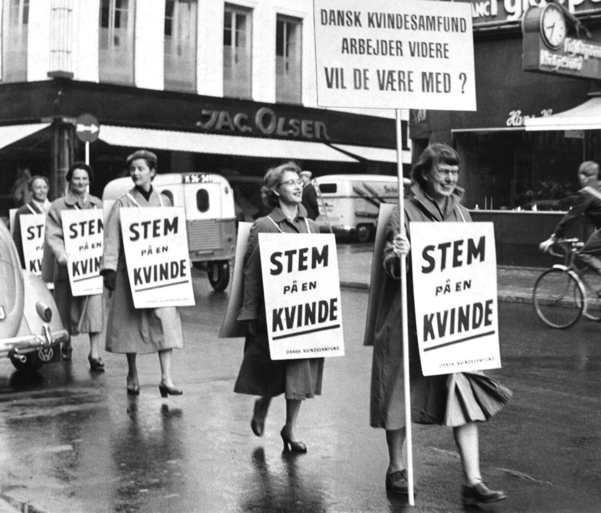 Dansk kvindesamfund demonstrerer