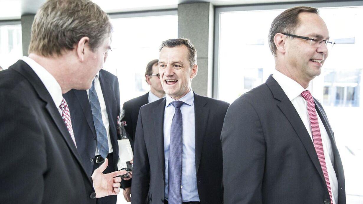Jakob Thomassen, topchef i Maersk Oil, til højre Kim fejfer