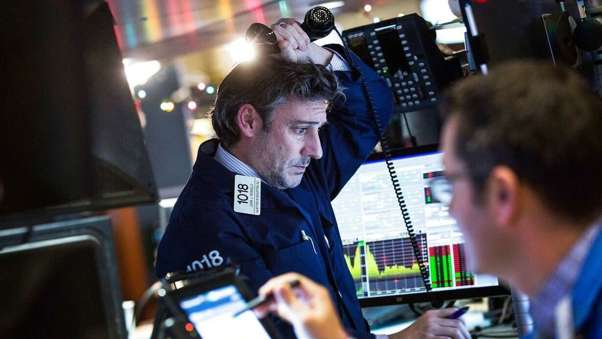 US-MARKETS-DIVE-AT-OPEN-OF-FIRST-TRADING-DAY-OF-2016