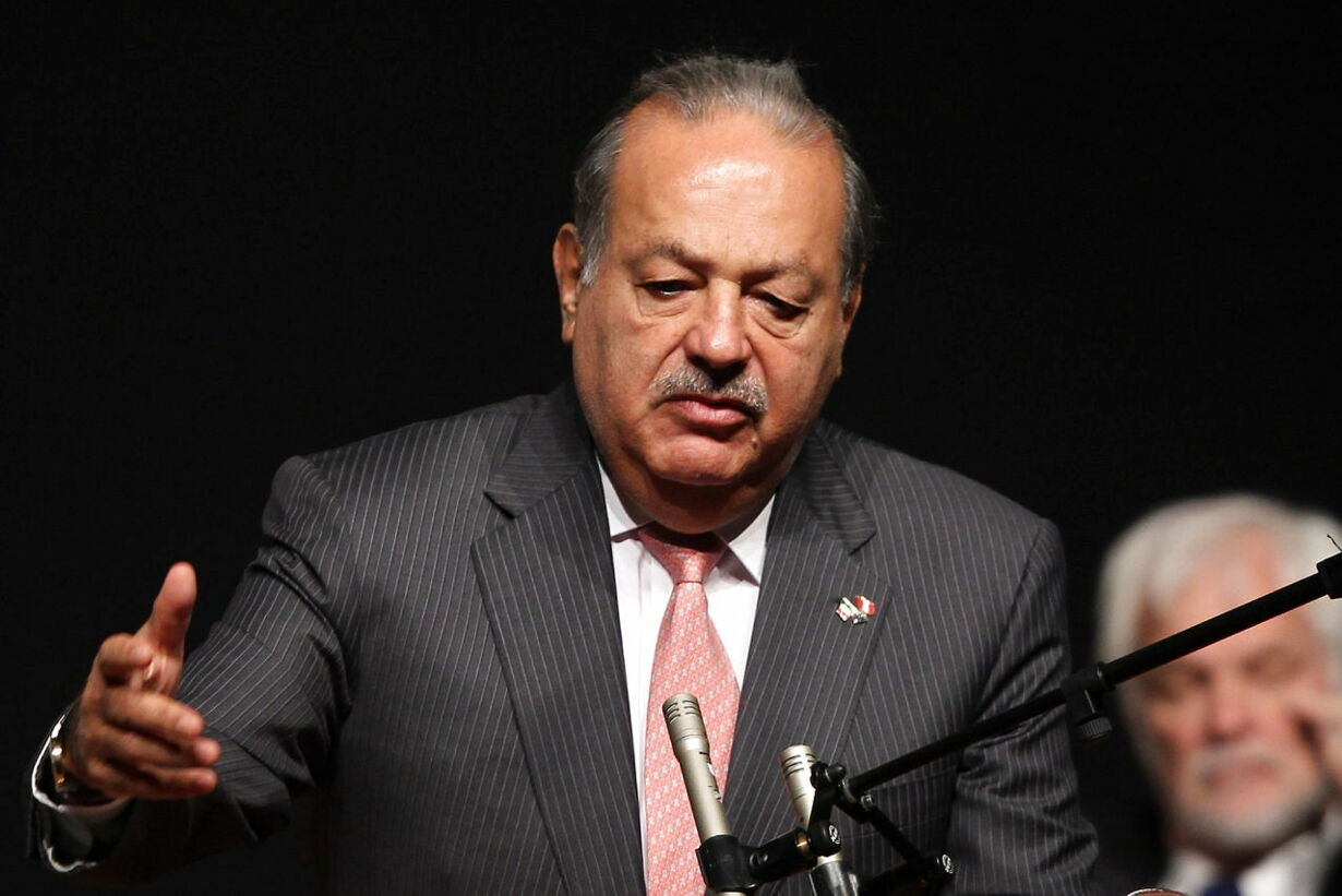 epa03784470 Mexican tycoon Carlos Slim talks during the XIX Plen
