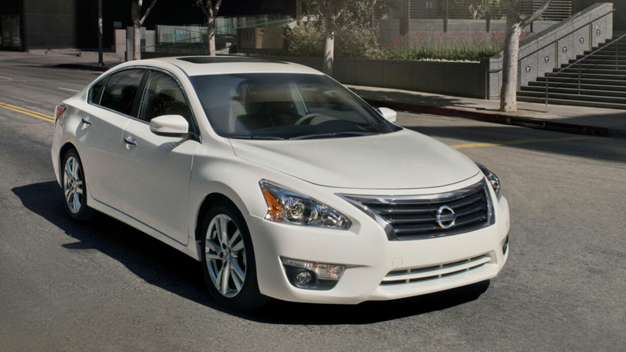 9.Nissan_altima_business