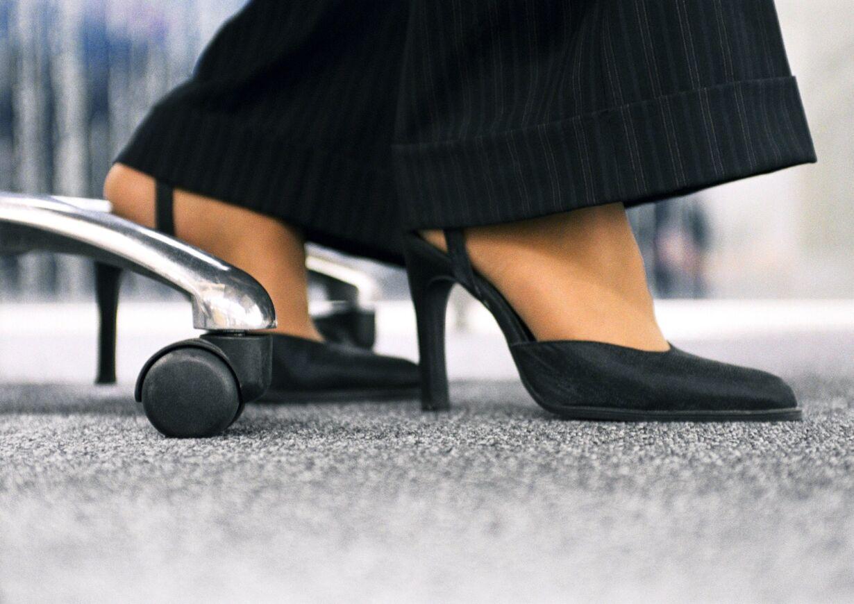9. Din næse og dine fødder skal pege i samme retning, når du arbejder