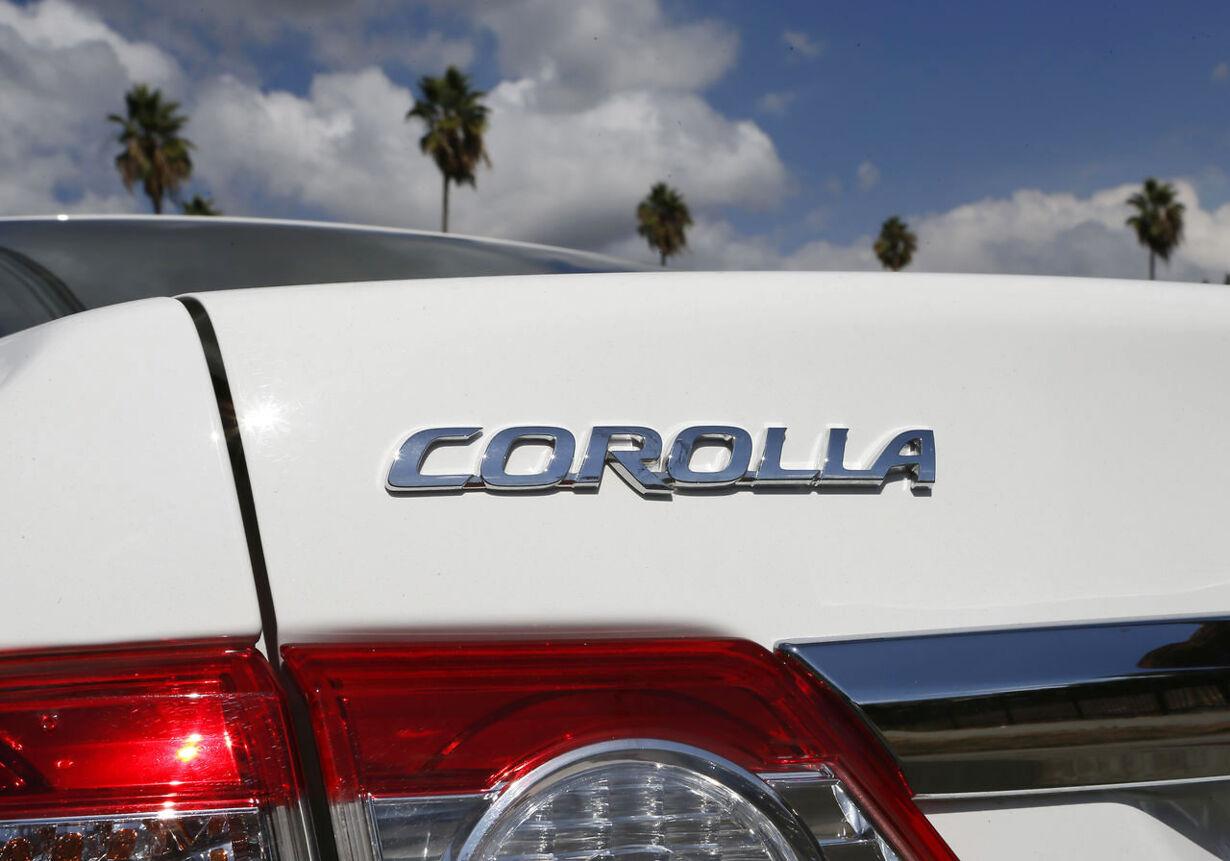 2. Toyota Corolla: 966.000