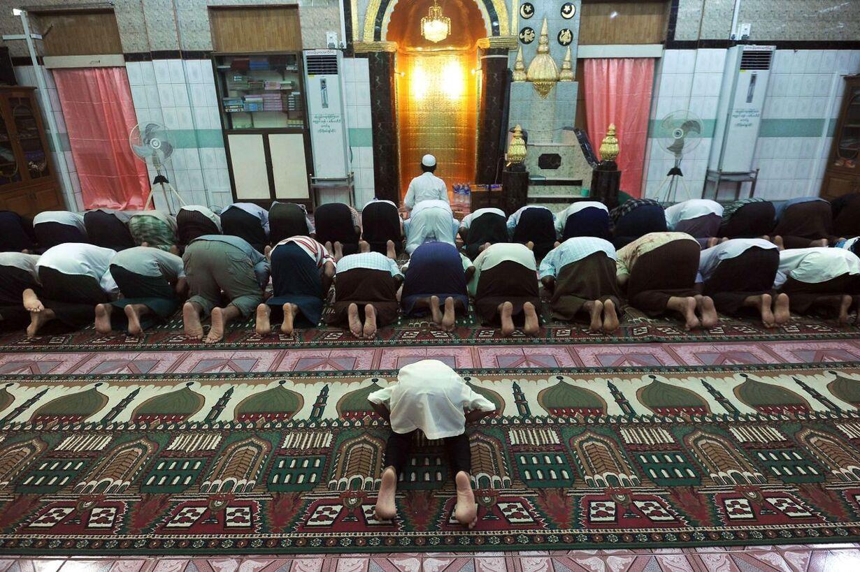 TOPSHOTS-MYANMAR-RELIGION-ISLAM-RAMADAN