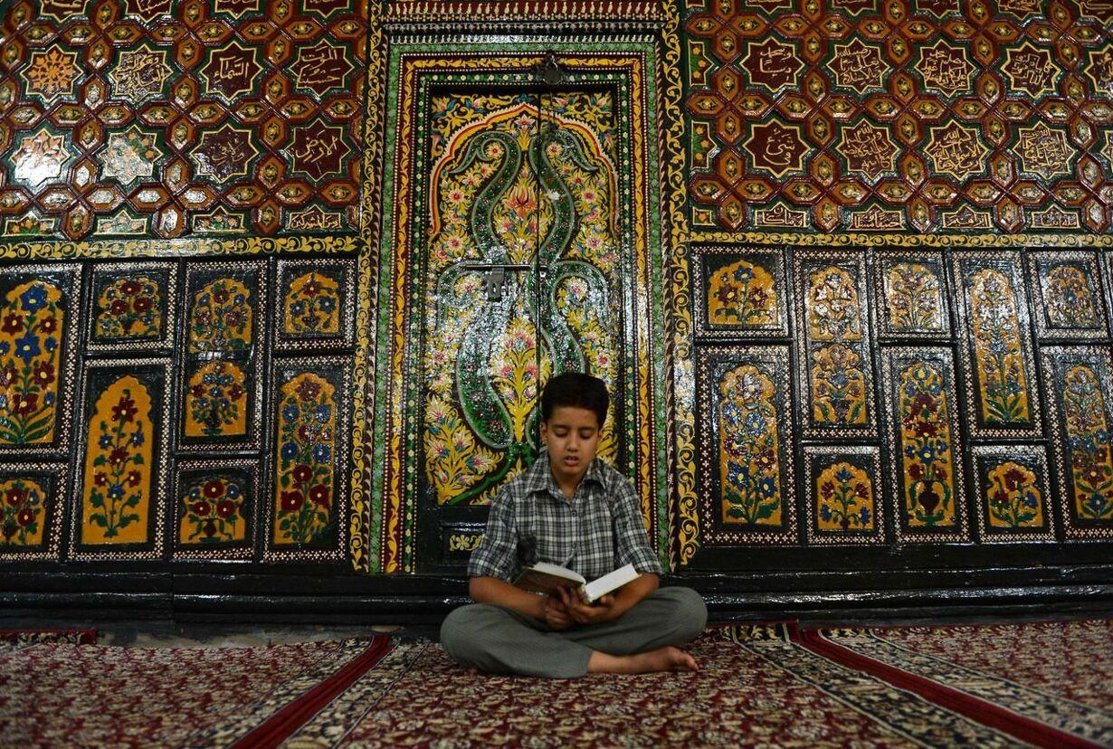 TOPSHOTS-INDIA-KASHMIR-RELIGION-RAMADAN