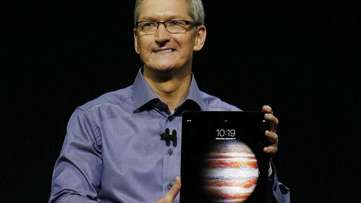 iPad Tim Cook