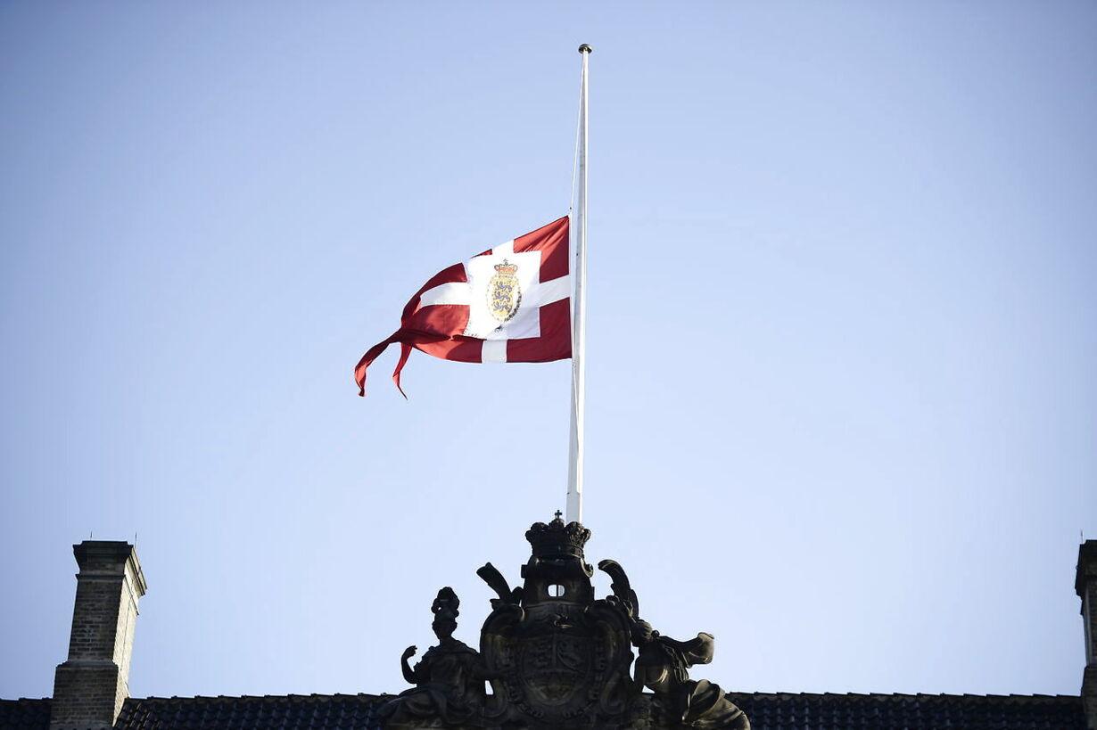 Prince Henrik has died  Prins Henrik er død - Amalienborg Slot