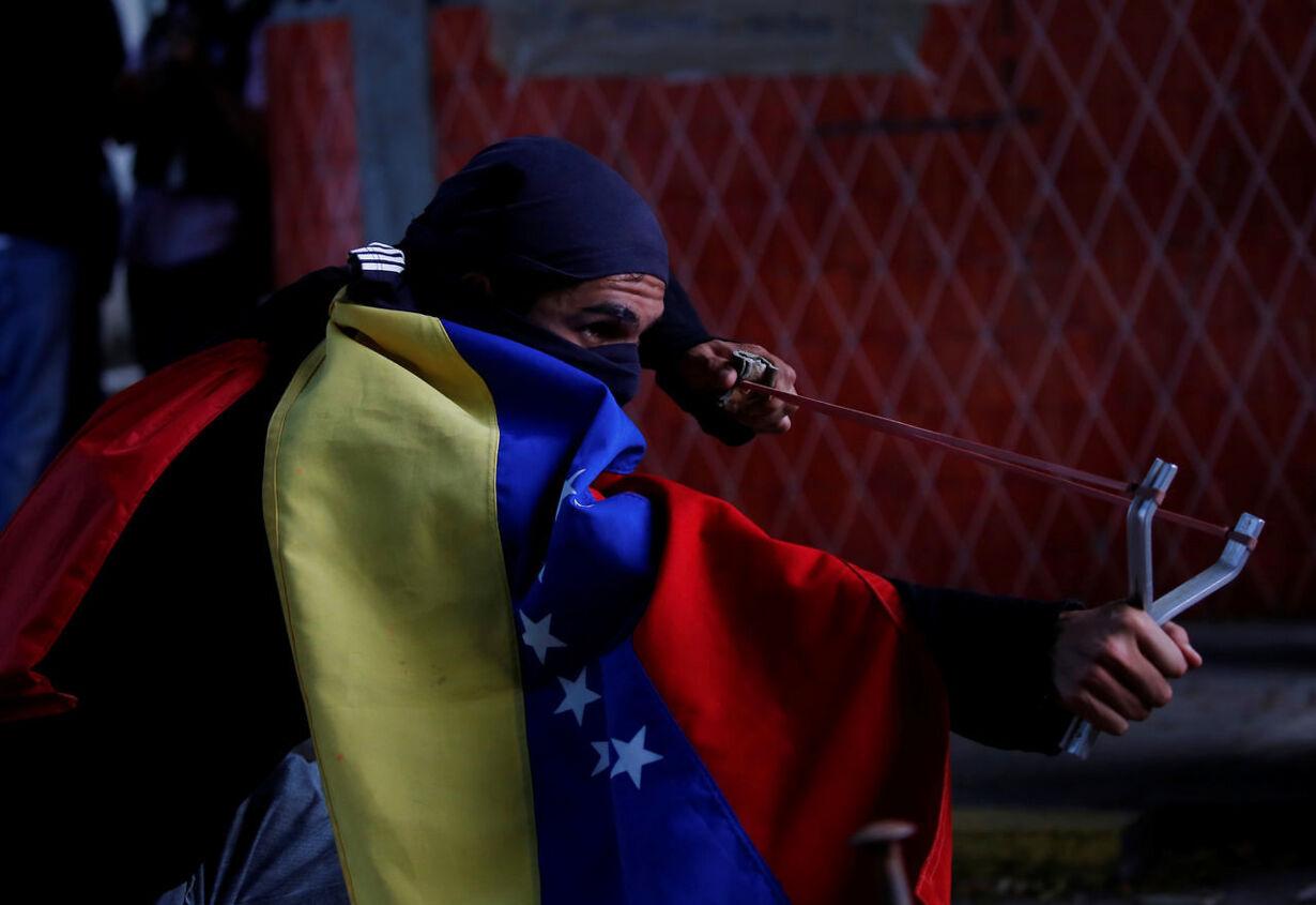 Blodige gadekampe i Venezuela