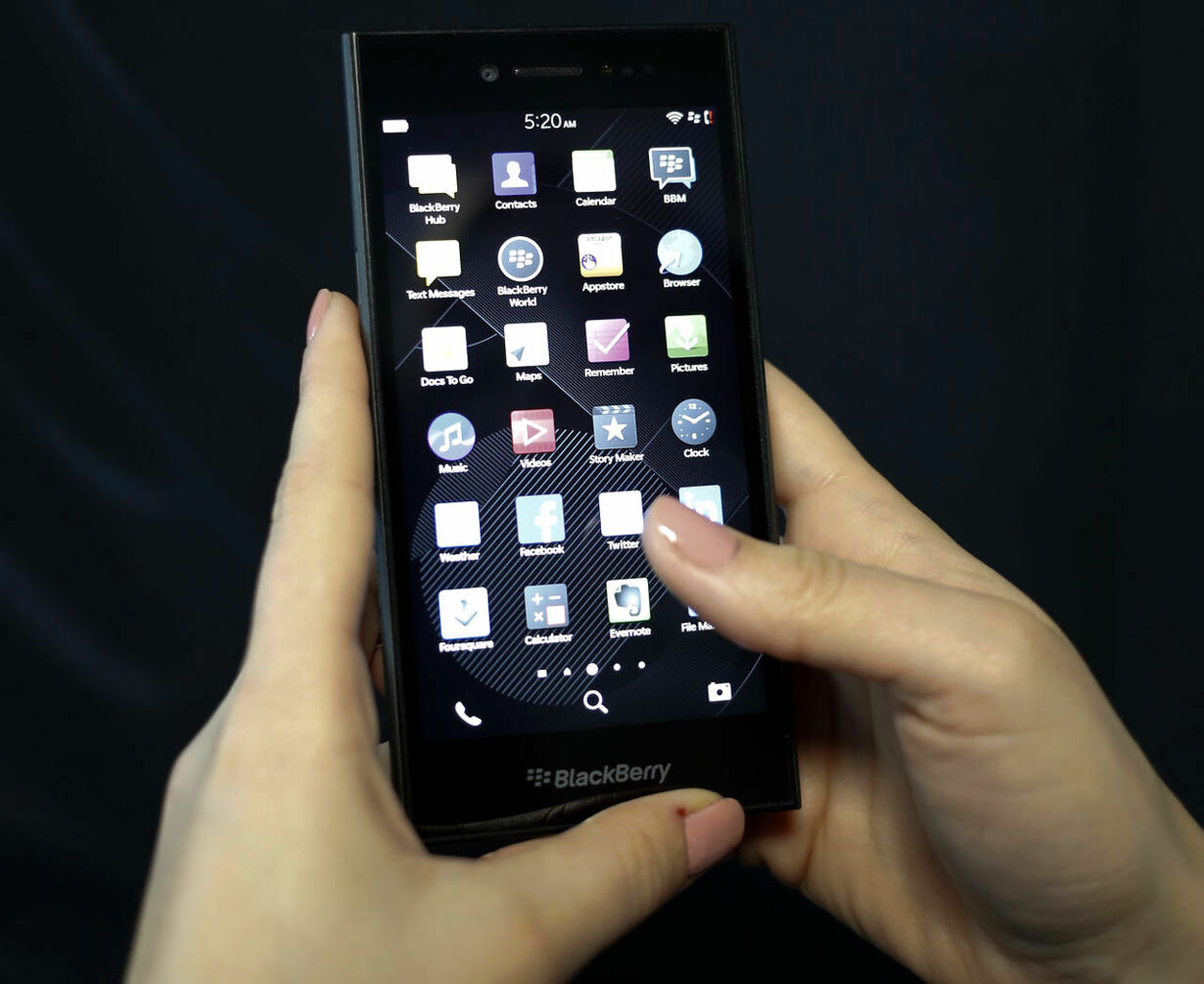 5-TELECOMS-MWC/BLACKBERRY