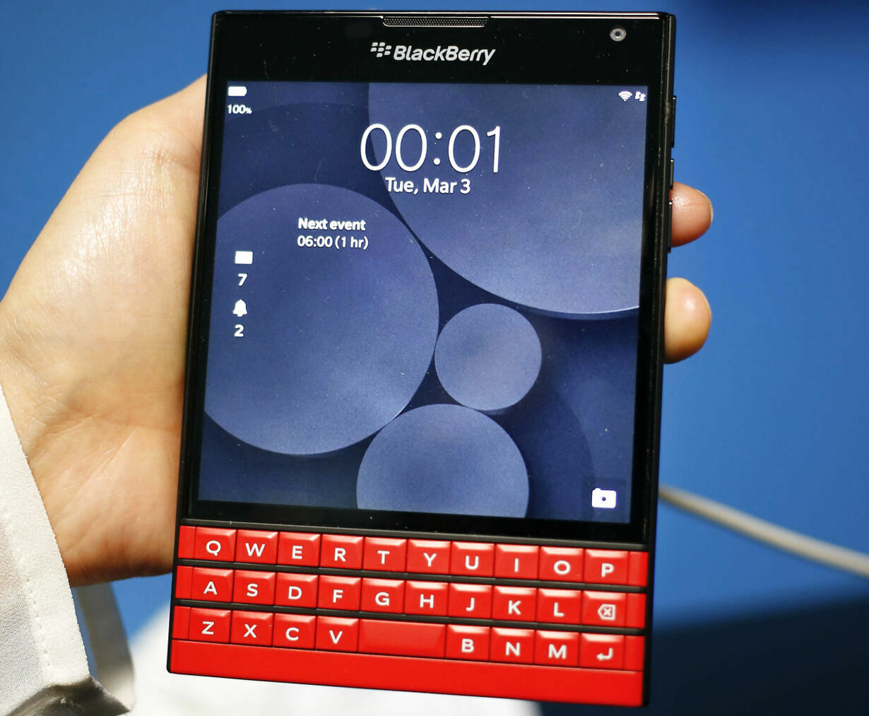 6-TELECOMS-MWC/BLACKBERRY