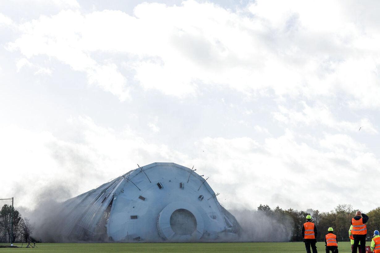 Gasbeholderen i Valby sprænges bort Til Alle