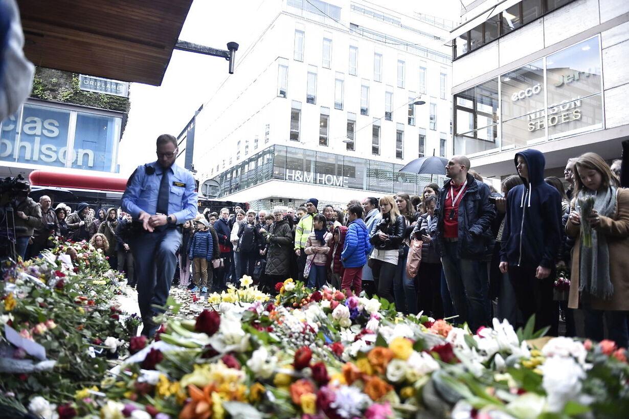 Mindehøjtidlighed i Stockholm TYST MINUT DROTTNINGGATAN