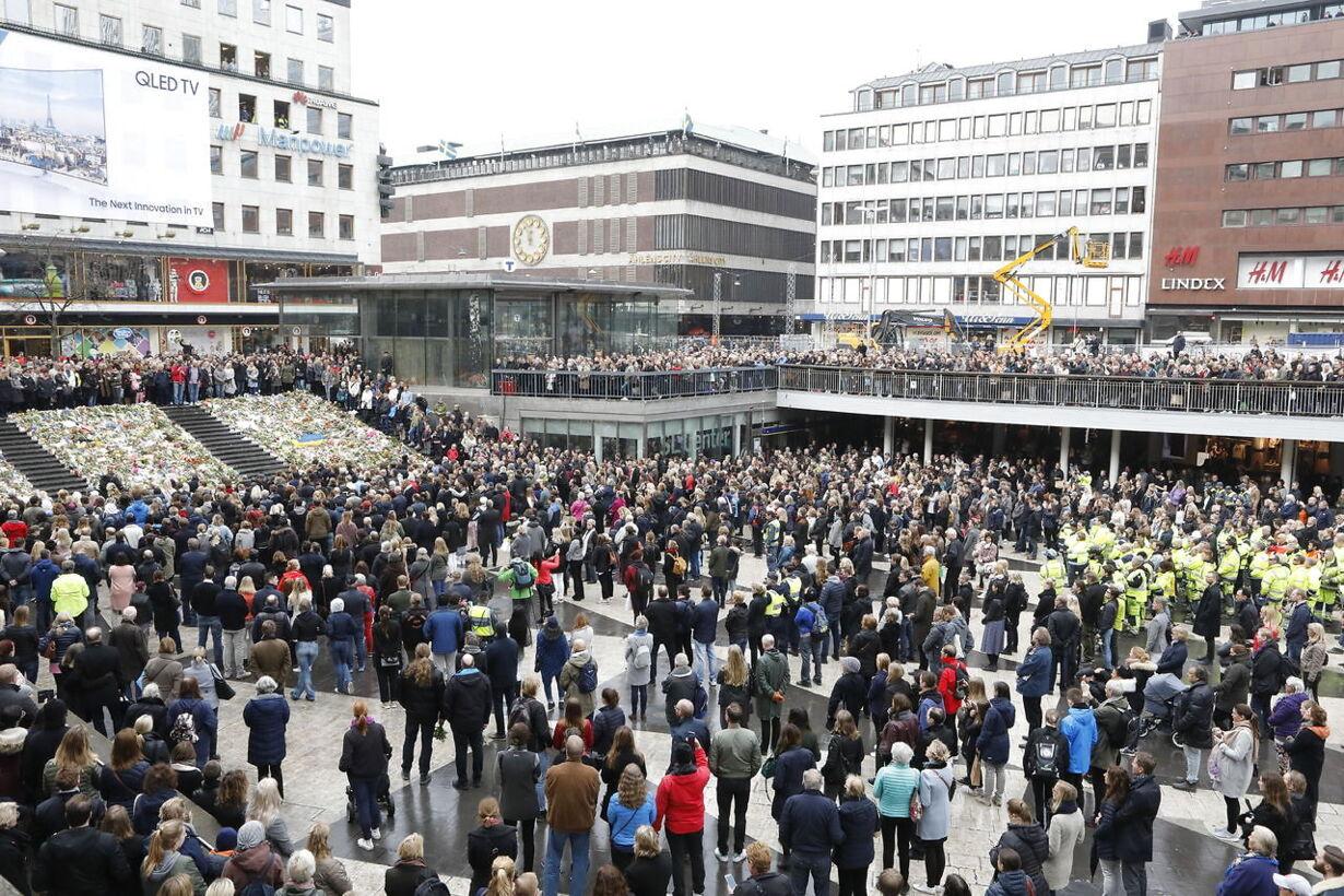 Mindehøjtidlighed i Stockholm TYST MINUT SERGELS TORG