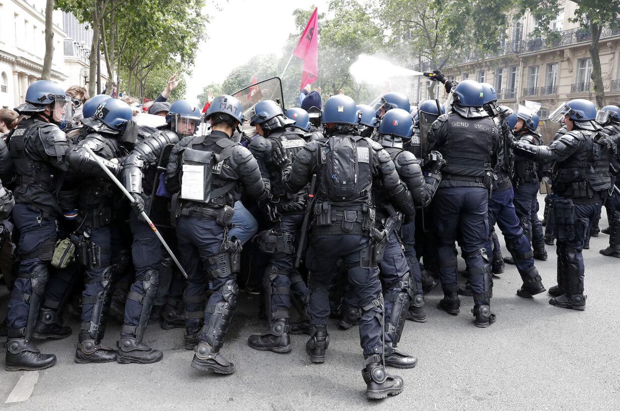 Masseprotester i Frankrig: Se de voldsomme billeder