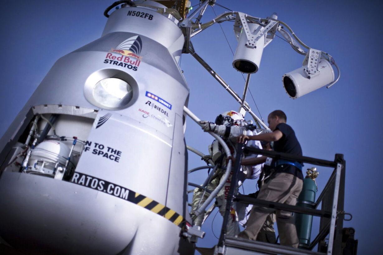 SPACE BAUMGARTNER TEST FLIGHT