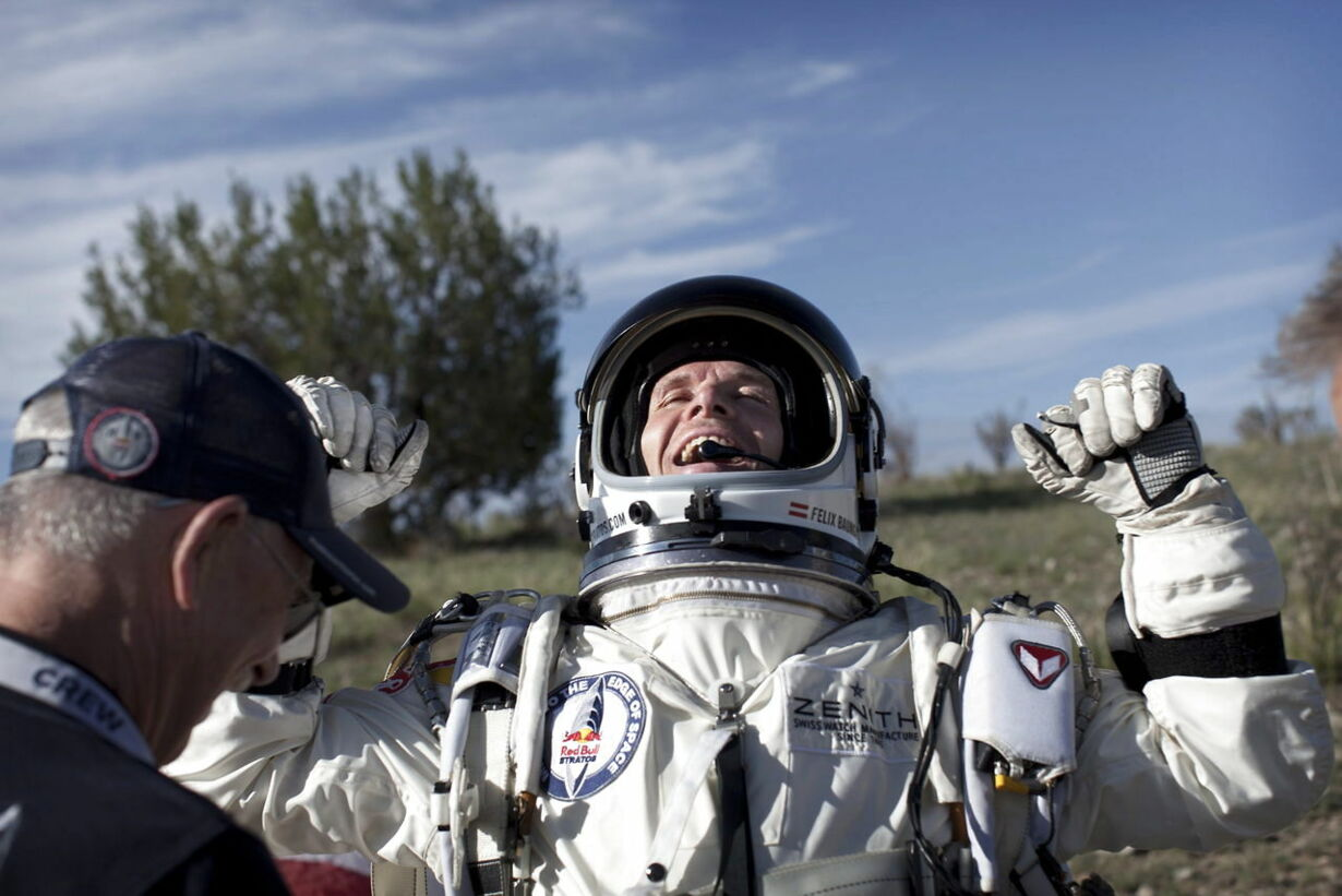 USA SPACE BAUMGARTNER TEST FLIGHT