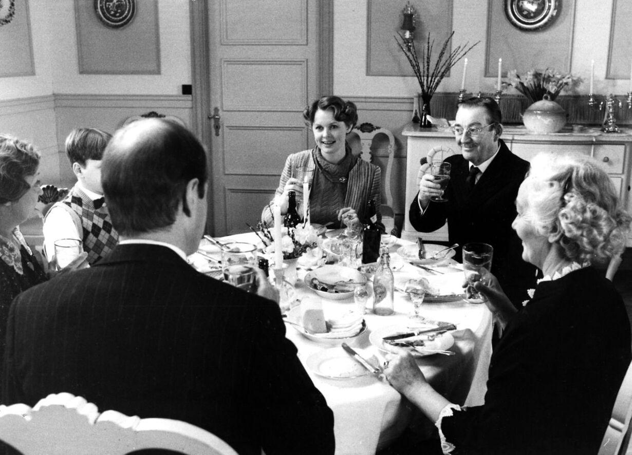 Ingeborg og Mads Skjern afholder middag for familien i Matador.