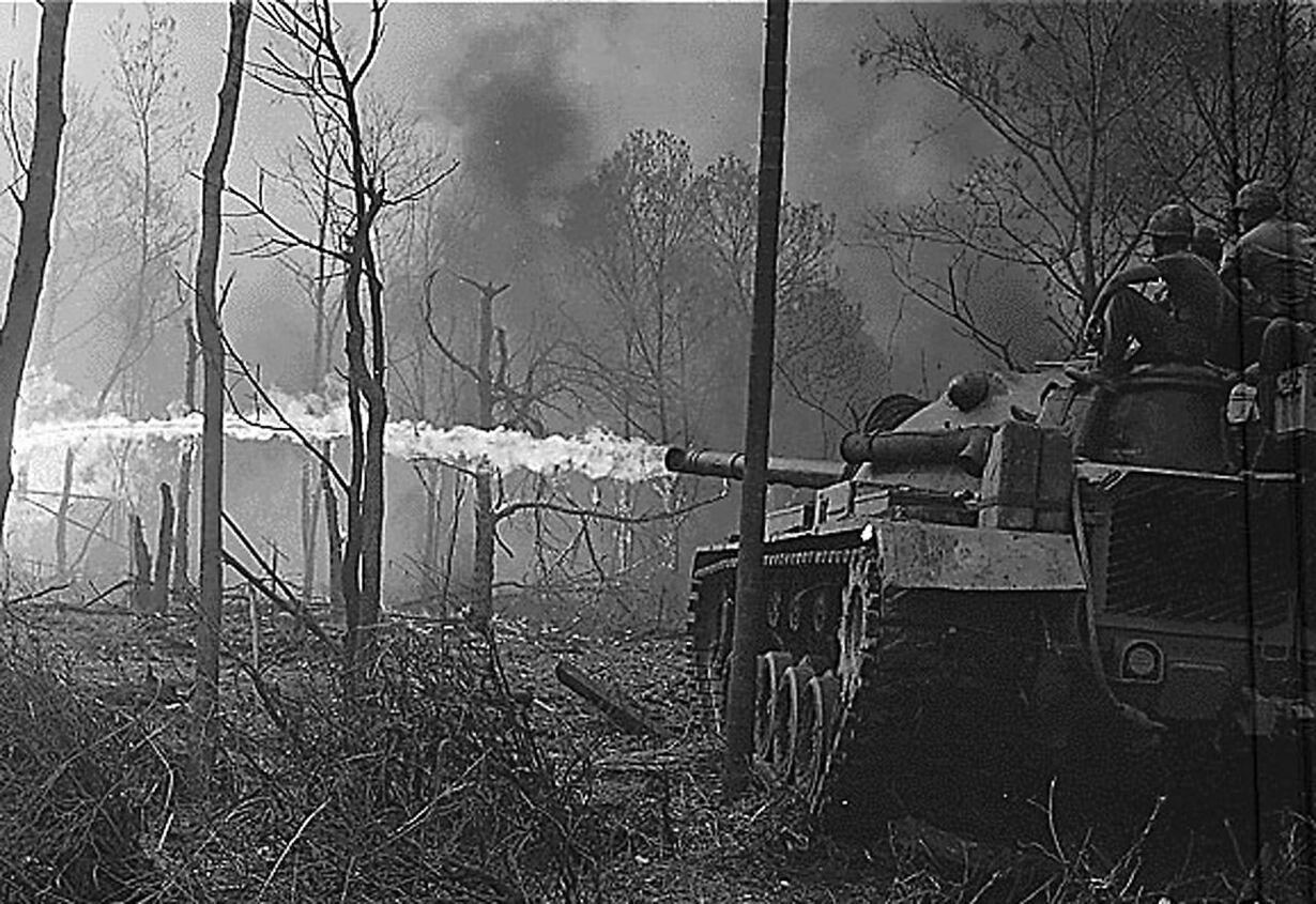 VIETNAM-25-TANK- FLAME