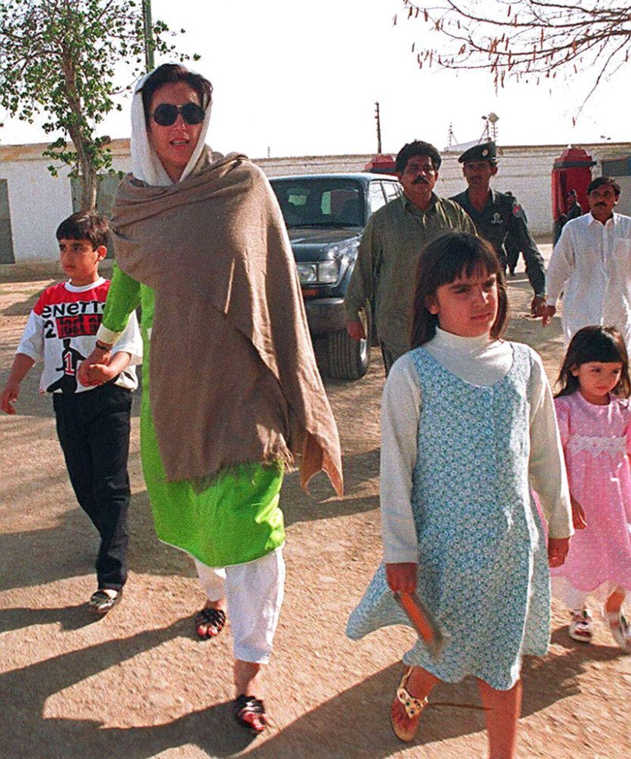 Benazir Bhuttos liv - 7