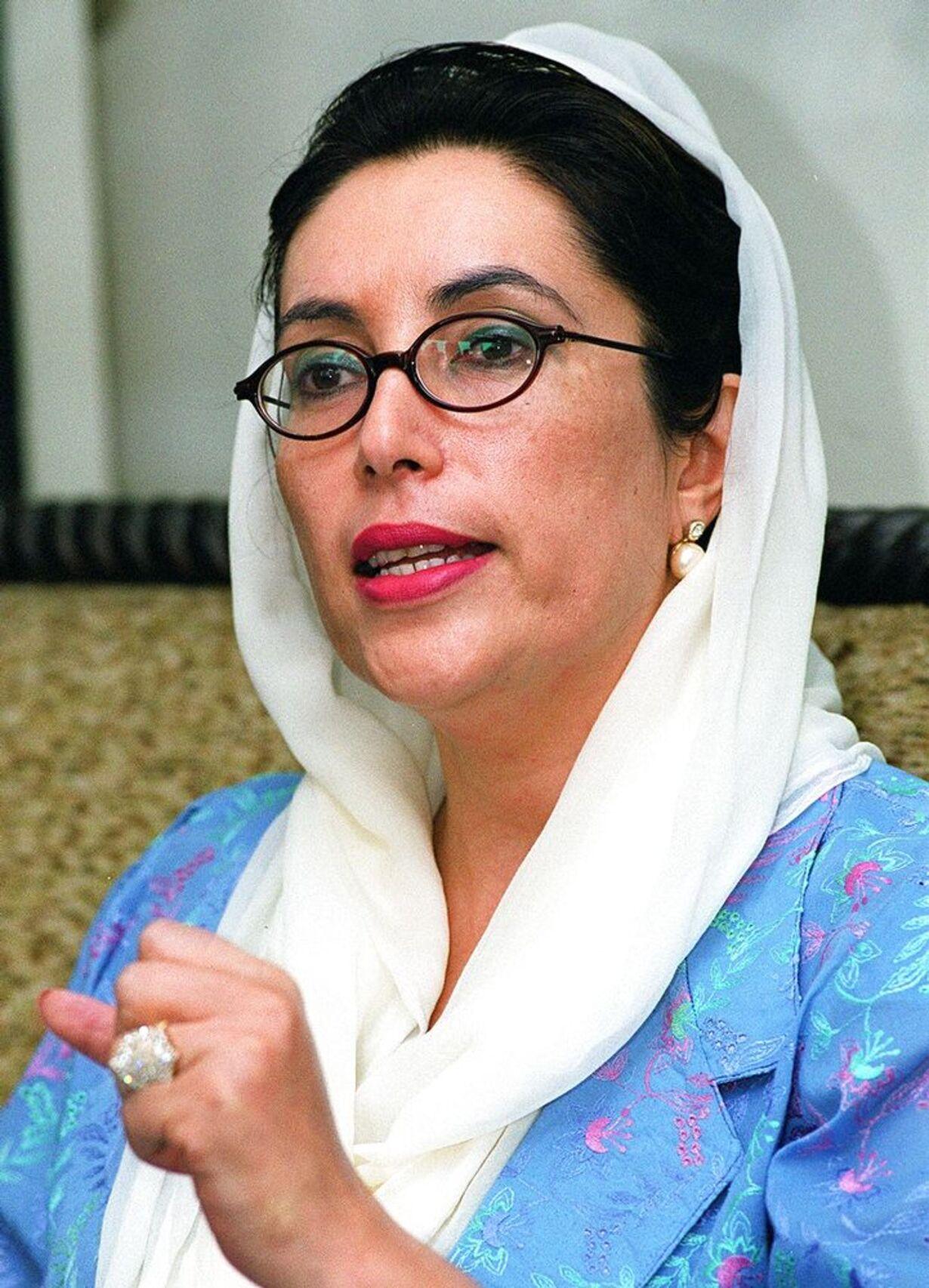 Benazir Bhuttos liv - 8