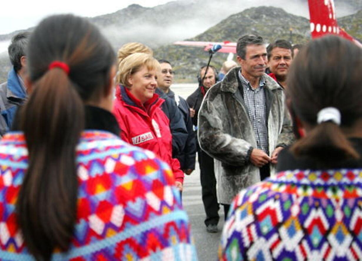 Fogh og Merkel på besøg på Grønland - 1