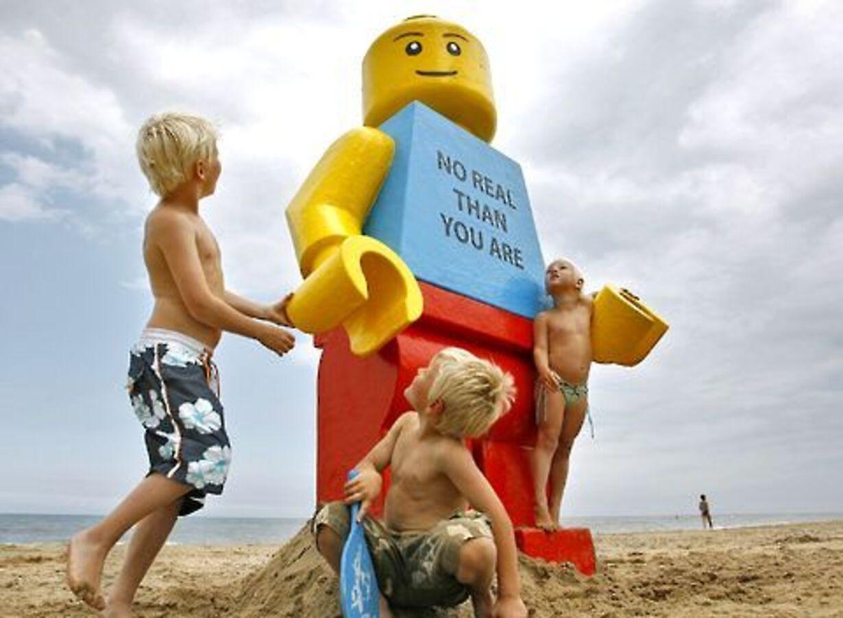 Gigantisk Lego-mand fisket op - 1