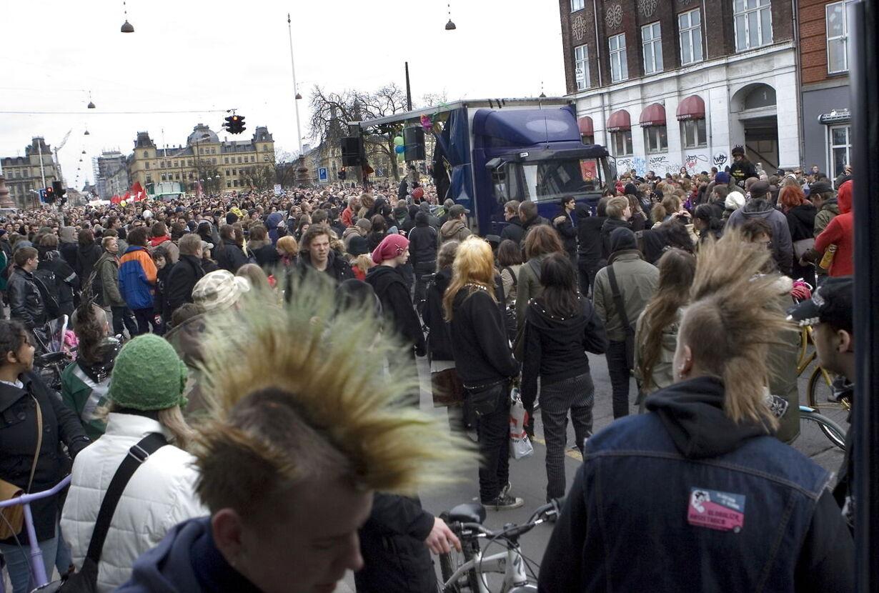 Fredelig demo for Ungdomshuset - 2007 (punkere og gøgl)