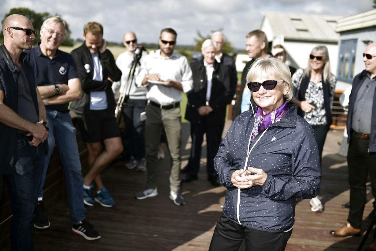 Pia Kjærsgaard springer ud med faldskærm