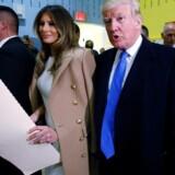 Donald og Melania Trump på vej til stemmeboksen på den amerikanske valgdag.
