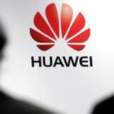 Huawei er verdens tredjebedst sælgende mobilmærke. Men i USA er der udtalt politisk skepsis over for de kinesiske leverandører. hvor mistanken om overvågning kaster lange skygger.