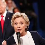 Trump bøllede og brusede i TV-debatten, men seerne sagde bagefter, at Clinton vandt sikkert. Og en ny måling giver hende en føring på 14 point, hvis valget var i morgen.