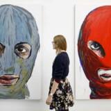 Lusine Djanyans kunstværk »Pussy Icons« udstilles i London, men hun kan ikke selv besøge udstillingen. Hun må nemlig ikke forlade Sverige, mens hendes asylansøgning i landet behandles.