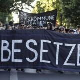 Udviklingen i det berlinske boligmarked udløser protester, husbesættelser og absurde scenarier ved boligfremvisninger.